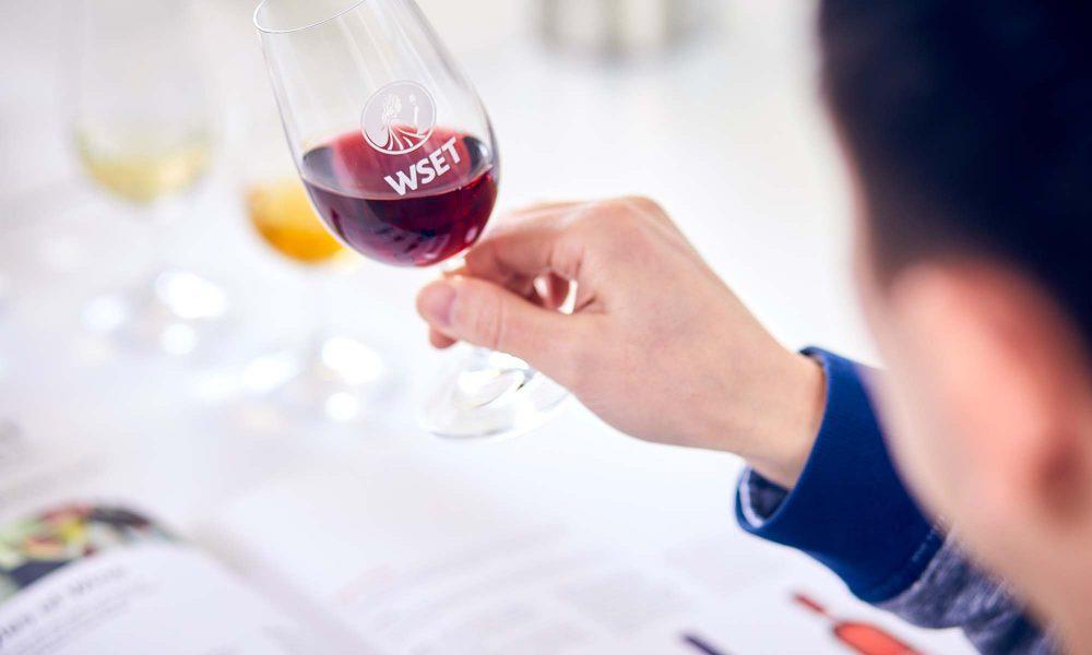 评判一款葡萄酒的外观